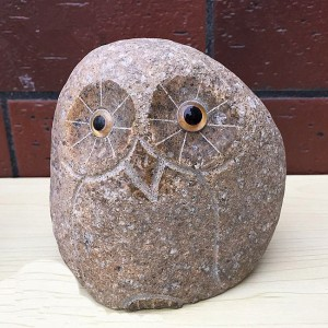 Wholesale natural small river stone carving owls decor