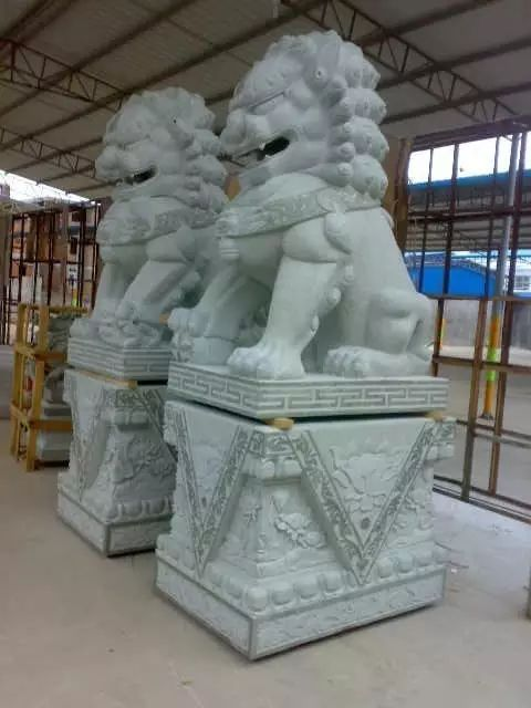 Stone lion sculpture for outdoor